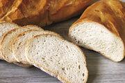 Auch normales Weizenbrot – nicht nur Baguette und Co. – sollte immer mit Weizenvorteig oder -sauerteig geführt werden: Eine gut bestreichbare Krume und eine verlängerte Frischhaltung sind handfeste Vorteile.