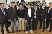 Die Bäko-Geschäftsführer Neal Bauer (von rechts) und Thomas Kuhlmann mit den Referenten Margaux Paulin Steiger, Pierre Nierhaus, Tobias Jordan, Roland Busch und Prokurist Günter Kolb.