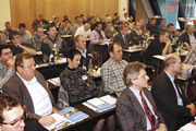 Gut 75 Teilnehmer aus ganz Bayern verfolgen beim Kongress die Referate und diskutieren mit.