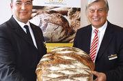 Das deutsche Brot im Fokus: ZV-Präsident Peter Becker (rechts) und ZV-Hauptgeschäftsführer Amin Werner.