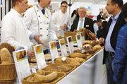 Volle Gänge nicht nur am Sonntag: Die Berater am Stand der Brotkultur sind permanent gefordert und auch die Fachvorführungen im Backforum finden gute Resonanz bei den Besuchern.