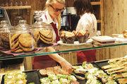 Bäcker-Gastronomie vom Back-Discounter: Snacks haben schon jetzt den größten Umsatzanteil vor Brot und Brötchen.