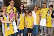 Drei Generationen vereint die Bäckerei Buchmüller (von links): Isabelle und Tim Buchmüller mit Tochter Mia., Evi Schneider mit Tochter Lena, Wolfgang und Heidrun Buchmüller, Jan und Dorothee Buchmüller mit Hanna.