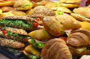 Snacks vom Bäcker gibt es mit und ohne Fleisch oder Wurst.