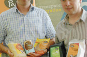 Stehen mit langjähriger Erfahrung im Fairen Handel hinter den hochwertigen Produkten: Thomas Engler (links) und Thomas Hoyer.