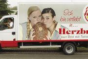Die Bäckerei Hesse macht seit Jahren exzellente Werbung und Öffentlichkeitsarbeit. Dazu gehört auch, dass tolle Produkt- und Mitarbeiterfotos buchstäblich auf den Weg gebracht werden.