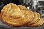 Das Palmier ist ein zartes Blätterteig-Gebäck mit einem Zucker-Topping.