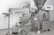 Portioniert, ohne zu quetschen: Vakuumfüller Robot 500 mit der Abschneidevorrichtung 811.