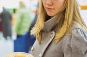 Bei verpackten Waren informiert die Zutatenliste über die Zusammensetzung. An der Theke sind Kunden auf die Verkaufskräfte angewiesen.