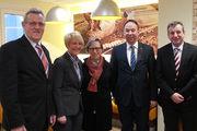 Die parlamentarische Staatssekretärin Gabriele Lösekrug-Möller (Mitte), besuchte in Begleitung des Landtagsabgeordneten Markus Brinkmann (rechts) das Bäckeramtshaus in Hannover. Ihre Gesprächspartner waren (v. l.) Landesinnungsmeister Karl-Heinz-Wohl