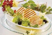 Die Firma Frischpack hat Käse in vielen Variationen, wie hier den Grill- und Bratkäse.