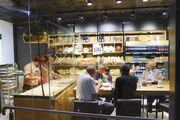 Beim Brotaufarbeiten zuschauen: In allen Filialen sollen künftig Weizenmischbrote hergestellt und gebacken werden.