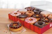 Für eine Donuts-Box steht vor allem das junge Publikum Schlange.