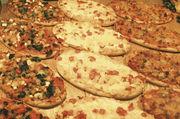 Mini-Pizzen oder Pizza-Zungen ohne Fleisch lassen sich in vielen Varianten backen.