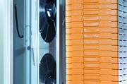 Der Miwe-Saugschocker SF-D zieht die Wärme schnell ab und kühlt so gleichmäßig, schonend und rasch über die gesamte Stapelhöhe.