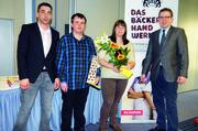 Christian Albert mit den Prüfungsbesten Julia Bayer, und Lucas Schwing (v. r.).