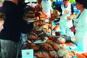 Andrang beim deutsch-franzö-sichen Brotmarkt. Foto: Gros  holz