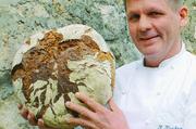 Gut Brot will Weile haben: Reiner Kirschner backt das Markgrafenbrot mit 3-Stufen-Natursauerteig.