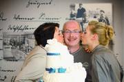 Sabine (von links), Arno und Marie Thérèse Simon haben am Finaltag zum Public Viewing eingeladen.