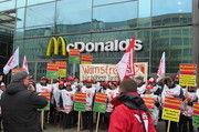 Warnstreik bei McDonald's in Hamburg. Aber auch andere Marken, die im Bundesverband der Systemgastronomie organisiert sind, trifft es.