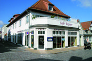 Das Café in Warnemünde mit dem Charme eines Traditionshauses wird von Einheimischen und Urlaubern gerne besucht.