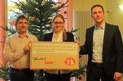 Spendenübergabe: Steffen Göhringer (rechts) und Mandy Maier von Hiestand & Suhr mit Claus Geppert vom Förderverein.