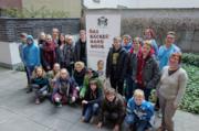 Die Konfirmanden aus der Martinsgemeinde Heuchelheim und der Kirchengemeinde Kinzenbach und die Pfarrerinnen Cornelia Weber und Petra Schramm besuchten den ZV.