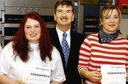 Die MeisterMarken-Förderpreise zur beruflichen Weiterbildung wurde zum 30. Mal verliehen. Auf dem Foto Franjo Steffen, der die Preise überreichte, mit den Bundesiegerinnen Stephanie Seitz (Bäcker-Gesellin, LIV Bayern) und Annett Engel (Bäckerei-Fachv