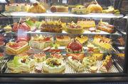 Süße Verführungen in der Bäckerei: maßvoll genossen, bieten auch fett- und zuckerreiche Produkte gesunden Genuss. Foto: Archiv/Kauffmann