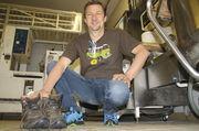 Nicht nur die Schuhe tragen Spuren, auch Peter Denk hat die Pilgerreise verändert.