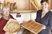 Annemarie Schaeffer und ihre Tochter Caroline Willnat verkaufen französische Apfeltarte und Miélats (karamellisierte Mandelschnitten).