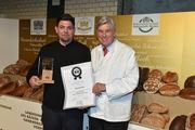 Erst Brotbotschafter, jetzt Fürsprecher des Bäckerhandwerks: Tim Mälzer (links) mit ZV-Präsident Peter Becker.