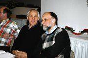 Fachlehrer Wolfgang Ruhland und Hermann Trüb (von links), Vorsitzender des Gesellen-Prüfungs-Ausschuss trugen zum Verständnis der neuen Ausbildungs-VO bei.
