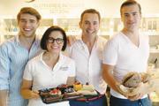 Familie Krätz hält in der neuen Patisserie zusammen (von links): Dominic, Isabella, Christof, David.