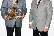 Bäckermeister Klaus Voigt, alter Vorsitzender und Ehrenvorsitzender und Bäckermeister Frank Fahland, der neue Vorsitzende des Fachschulvereins (von links).