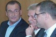 Die ehemaligen Geschäftsführer von Müller-Brot auf der Anklagebank.