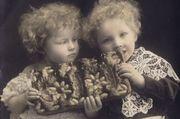 Texte und Bilder erzählen die Geschichte vom Weihnachtsgebäck.
