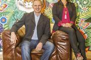 """Ein Team mit vielen Ideen: Gottfried Faller und Birgit Kaiser führen die Geschäfte. Gäste entspannen im """"Wohnzimmer"""" (Foto oben) auf Ledersofas mit Kuschelfell oder auf Designerstühlen mit Traktorsitz. Das Café Organic (Bild unten) befindet sich in einem"""