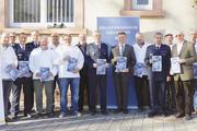 """In der Beratungsstelle Einbruchsschutz der Polizei in Mosbach wurde die Aktion """"Bäckertüte – Einbrecher aussperren"""" vorgestellt."""