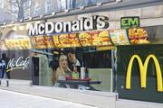 Die Fast-Food-Kette will ab Mitte 2016 viele der knapp 1400 Filialen umgestalten.