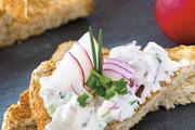 Appetitlich präsentiert:  Brot und Milchprodukte  harmonieren hervorragend.