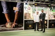 Streiten gemeinsam für den Schutz des Bäckerhandwerks: Michael Wippler, Präsident des Zentralverbands des Deutschen Bäckerhandwerks (l.) und Daniel Schneider, Hauptgeschäftsführer des Verbands, bei ihrem Besuch der Internationalen Grünen Woche.