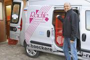 Ab fünf Uhr wird ausgeliefert: Armin Reichle mit einem von insgesamt neun Lieferfahrzeugen.