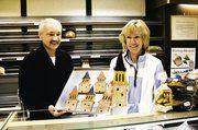 Bäckermeister Karl-Friedrich Licht und Ehefrau Sigrid bieten die süßen Kirchtürme an.
