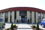 Wunderlichs Bachstuben haben an das vor zwei Jahren in Oelsnitz errichtete Café angebaut.