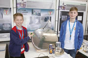 Die Zwei und ihr Ofen: Maylo Henze (links) und sein Freund John-Paul Brockmeier.