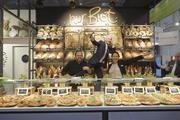 In der Bäckerhalle B6 haben die Ladenbauer mit inspirienden Präsentationen rund um Brot und Snacks für Aufsehen gesorgt - wie hier am Stand der Konzeptwerkstatt Merge.