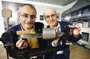 Gute Geschäftszahlen und innovative Produkte präsentieren die Inhaber der Hug AG in Malters, Andreas und Werner Hug (von links).