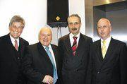Beim ersten offiziellen Empfang des Zentralverbands des Deutschen Bäckerhandwerks im neuen Domizil in Berlin konnten ZV-Präsident Peter Becker (l.) und Hauptgeschäftsführer Dr. Eberhard Groebel (r.), den Parlamentarischen Staatssekretär im Bundeswirt