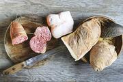 Wurst und Brot auf einer Platte: In Hameln arbeiten nun beide Gewerke zusammen.